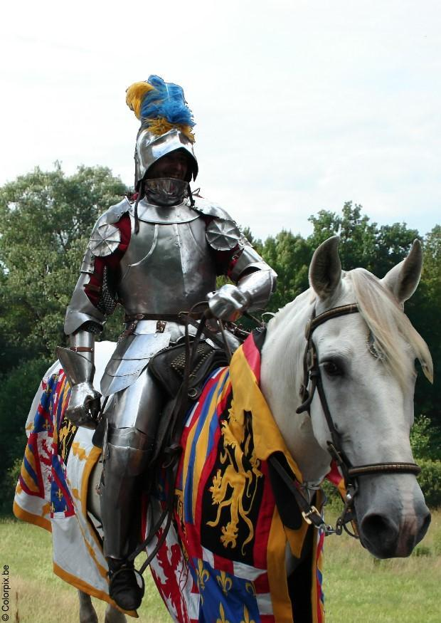 coloriage de princesse sur un cheval