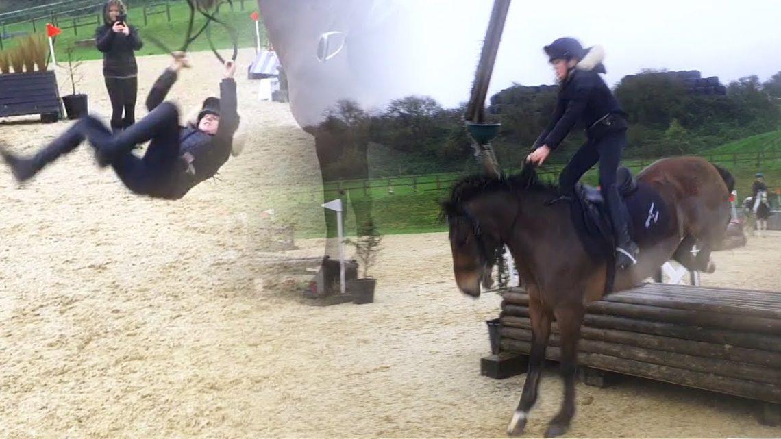 Échec de l'équitation drôle enregistré à Pyecombe, Royaume-Uni     Essayez de ne pas rire