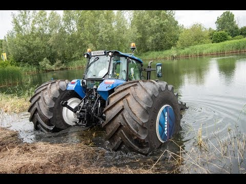 New Holland Sea Horse plonge dans le lac – À BORD